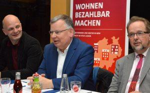 Stefan Zimkeit, Mieterbundchef Hans-Jochem Witzke und Landrat Ansgar Müller.